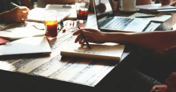 iprojektmanagement-schreibtisch-arbeit